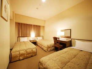 サンホテル名古屋錦:3名様向けのトリプルルームです。全てシングルサイズのベッドで快適です。