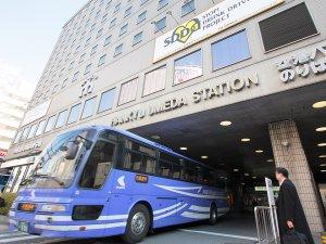大阪新阪急ホテル:関空・伊丹空港までのリムジンバスはホテル南玄関前より乗降頂けます