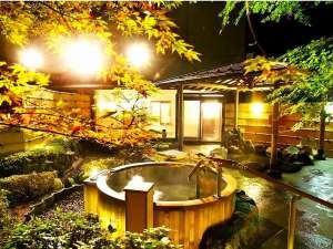 ホテル北野屋:大浴場 庭園露天風呂の夜景で心癒されて