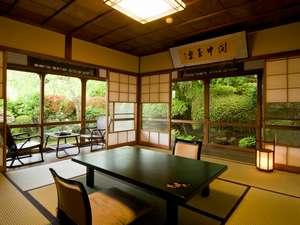 箱根小涌谷温泉 三河屋旅館:松竹館8号室。大正浪漫の2間続き(和室8畳+8畳)、ワンランク上のお部屋。