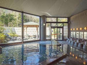 越前糸生温泉 泰澄の杜:洗い場スペースもゆとりをもって。大浴場はゆったり大きめの造りです。