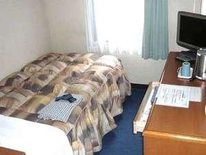 センターホテル大阪:【シングル】シモンズのベッドに新調致しました。ベッド幅110センチ。