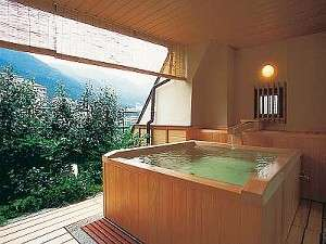 旅館 ますや:ひのき貸切露天風呂