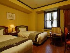 ホテルモントレ大阪:ツイン<ヴィエンナ・トラディショナル>ウィーンの伝統様式を基調にした上質な空間。