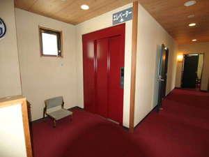 横川温泉 中野屋旅館:2階建に贅沢なエレベーター