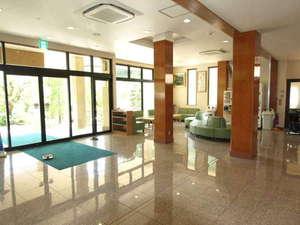 横川温泉 中野屋旅館:広く、清潔感あるロビー
