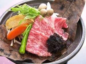 信州黒毛和牛の鉄板焼き・ほう葉焼き・すき焼き風など