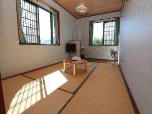 ロッヂ キクノヤ:床暖房 洗面付のシンプルなお部屋です。