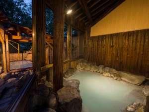 蔵王温泉 ルーセント タカミヤ:【内風呂・木もれ陽の湯】真っ白なにごり湯を岩風呂でおゆるりと。日常の疲れをゆっくり癒してください!