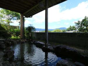 旅の宿 阿蘇乃湯:【男湯露天風呂】天気が良い日は阿蘇の山々を見渡すことができます。