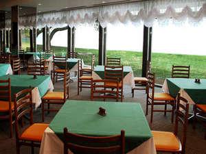 田沢湖ローズパークホテル:メインダイニング(ランチも営業中11:30~14:30)