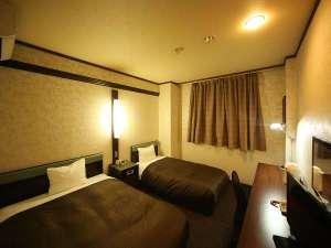 ◆ツインルーム◆17~18㎡ ベッド幅140cm×210cm(ダブルベッド)100cm×210cm(シングルベッド)