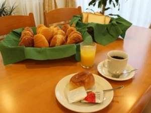 アイリスイン知立:ご朝食はパン・ドリンク・ヨーグルト等の軽朝食となっております。