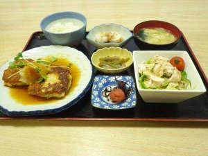 ビジネスホテル秀山荘:*【夕食例】手作りの夕食です、ぜひご賞味下さいませ。