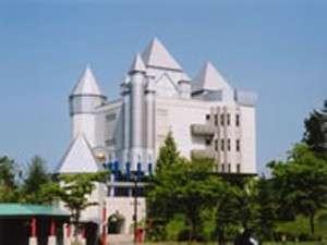 【横手市】「秋田ふるさと村」は観光総合施設。食、文化、芸術、手作り体験、おみやげなど。車約10分