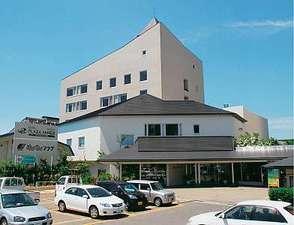 【横手駅前温泉 ホテルプラザ迎賓】JR横手駅から徒歩1分、220台無料駐車場があります。