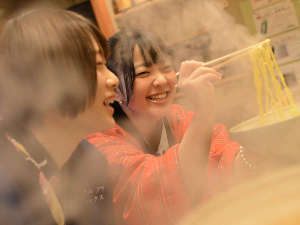 横手駅前温泉 ホテルプラザ迎賓:【隣接 鳥九(とりきゅう)】18時~23時30分まで営業。評判の比内地鶏ラーメンを。