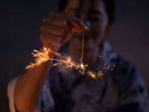 【横手市】「よこての全国線香花火大会」は横手市で毎年7月に開催される。