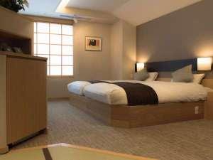 【和モダン客室】36平米ある空間。靴を脱いで上がると、ほぼフラットな床(一例)