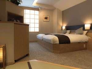 横手駅前温泉 ホテルプラザ迎賓:【和モダン客室】畳スペースから見たベット(一例)