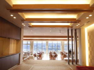 バイキングが人気☆ナチュラルファームシティ農園ホテル:【施設】玄関入口を入り、フロントの奥のラウンジの先には・・・