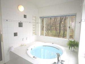 英国カントリーハウス ブルックフィールドファーム:香り豊かな選べる天然ハーブ入浴剤でアロマ効果抜群!ジャグジーとバブルとマッサージシャワーで効果倍増!