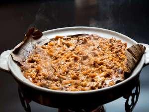 【朝食ブッフェ】白飯のお供に最適な「飛騨朴葉みそ焼き」