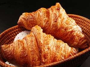 箱根湯本ホテル:ベーカリー自慢ふわふわの天然酵母クロワッサン!ホテルの朝食でも食べられます。