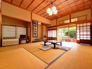 密厳院:*和室10畳(客室一例)/畳の香がほのかに薫るお部屋でのんびりとお寛ぎ下さい。