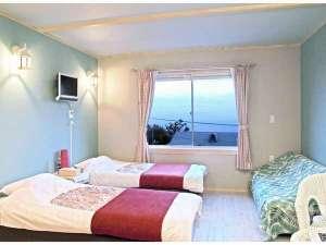 アクアペンション マリンヴィラ:2Fの3号室洋室壁の色はスカイブルータイプの明るい部屋です