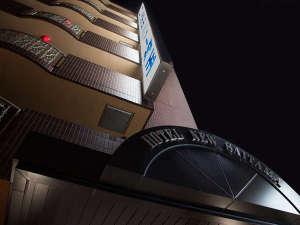 ホテルニュー埼玉:夜の外観