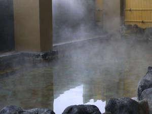 史跡の里交流プラザ柵の湯:大きな岩風呂で楽しめる露天風呂。温泉に浸かり、日頃の疲れを癒して下さい。
