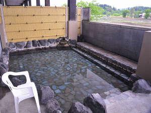 史跡の里交流プラザ柵の湯:*大きな岩風呂で楽しめる露天風呂。