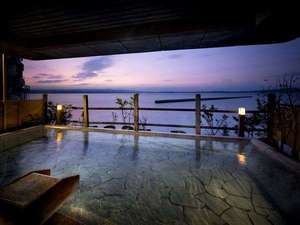 和倉温泉 加賀屋:殿方大浴場「恵比寿の湯」空中露天風呂