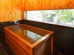 【 日本庭園側 】特別室(本間11帖+次の間+広縁)温泉はもちろん、部屋風呂の檜風呂もぜひ。