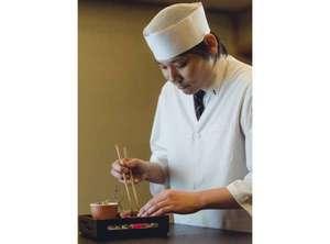 【遠藤料理長】料理の細部まで「彩」を感じて頂けるよう、盛り付けにも注力しております。