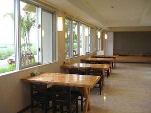 オーシャンビューカマンタ<石垣島>:*【レストラン】お食事は明るい雰囲気のレストランスペースでどうぞ!