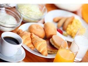 朝食は無料にてご提供しております。