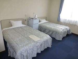 オカサンホテル:全室20平米の広さのお部屋。駐車場無料。全室禁煙。