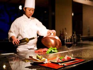 吉祥CAREN:旅館に珍しい鉄板焼レストラン『青竹』。金目鯛や伊勢海老などを絶妙な焼加減で味わえます