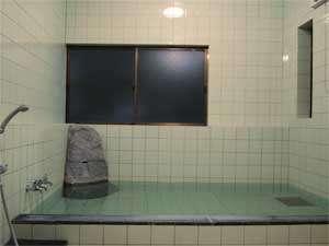 旅館 城:旅の疲れを癒してくれる源泉かけ流しのお風呂