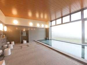 陸前高田 キャピタルホテル1000:目の前には太平洋が広がり、広田湾が一望できる大浴場(男女それぞれ有り)