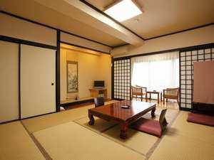 【客室】和室は10畳の広さです。ゆっくりお寛ぎいただければ嬉しいです
