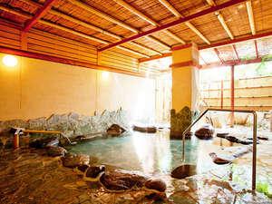 【温泉】山鹿温泉の特徴は柔かい肌触りとぬる目の温度です。長めに入浴できるので体の芯から温まります