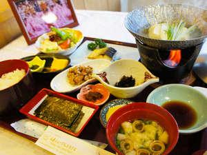 【朝食】主役の「山鹿産米」に合うおかずをたくさんご用意しております/例