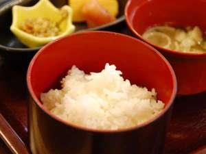 【朝食】当館の自慢はお米です!山鹿産の美味しいお米に合うおかずをご用意しております/例