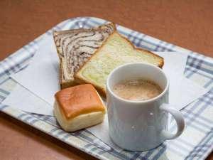 アパホテル<新潟東中通>:パンとコーヒーの無料サービス