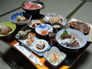 鹿部温泉 旅館倉敷:*【夕食一例】日替わりメニューは約11品。女将手作りの家庭料理です!