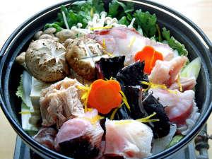 割烹民宿 雲仙:*鍋/当館自慢の鍋料理。たくさん食べて暖まってください。