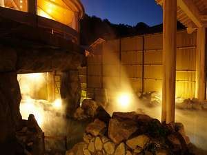 南阿蘇夢しずく温泉 ホテル夢しずく:【阿蘇の湯】夜は幻想的な露天風呂になります